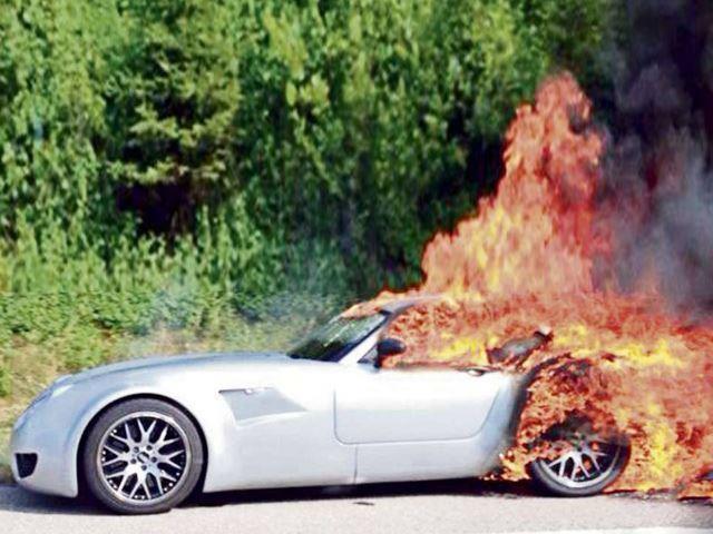 """Gli incendi delle """"fiammanti"""" supercar"""