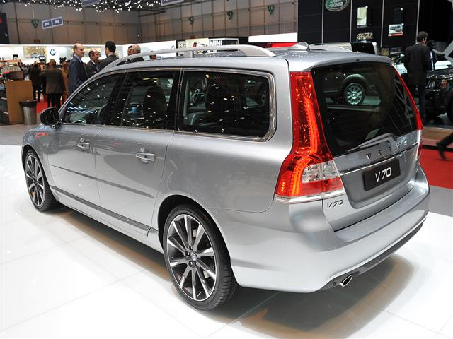 Volvo V70: restyling da station wagon
