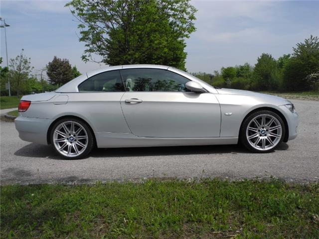 BMW SERIE 3 330i cat Attiva